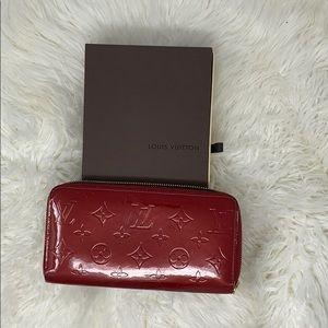 Authentic Louis Vuitton Vernis Enamel Zippy wallet